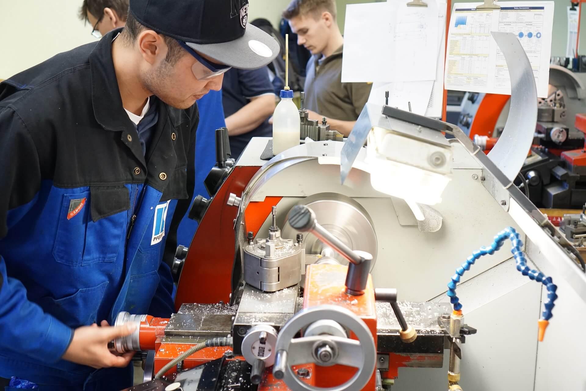 Mit der Umschulung Industriemechaniker zum neuen IHK-Berufsabschluss